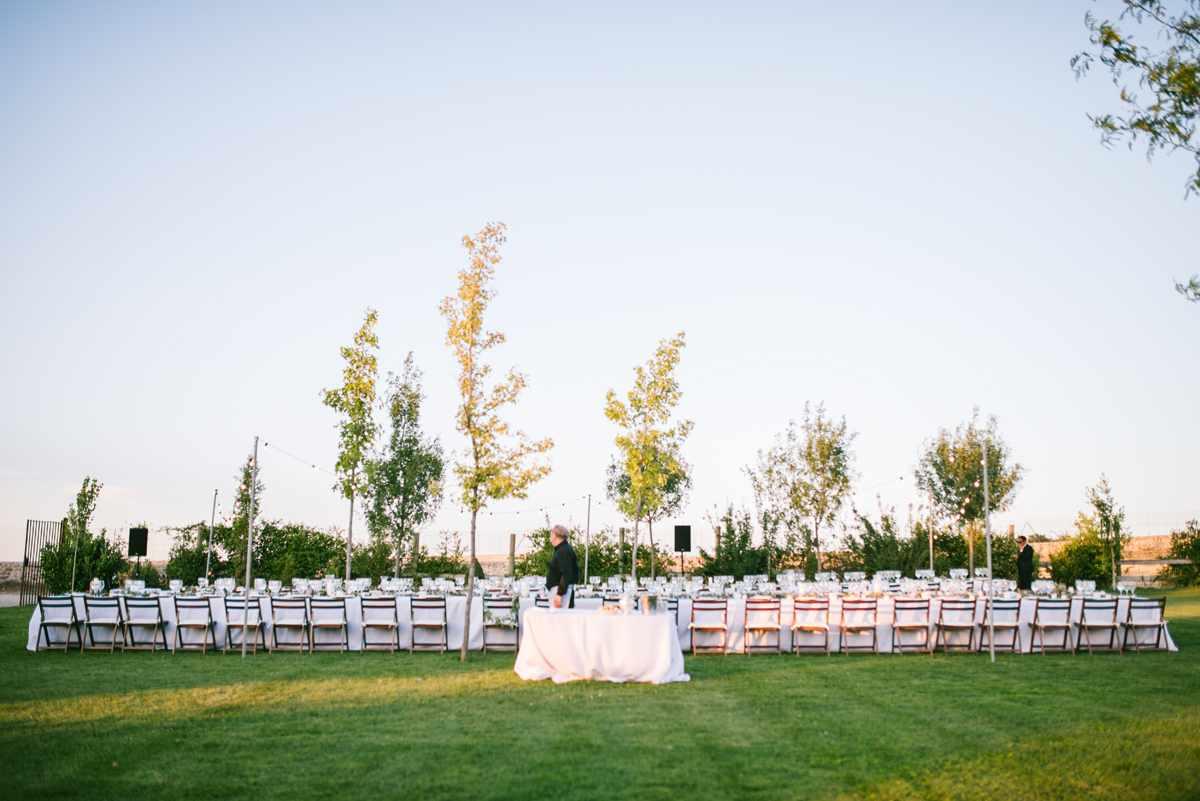 cena boda mesas alargadas rústica