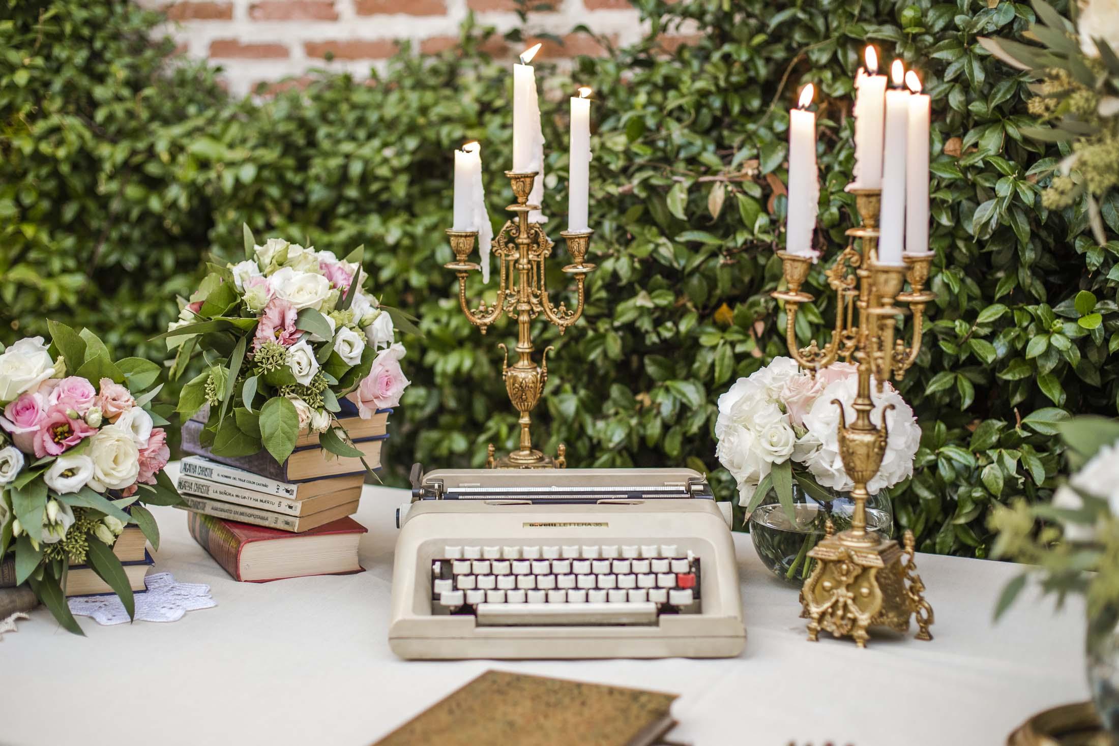 decoración boda candelabros vintage dorados