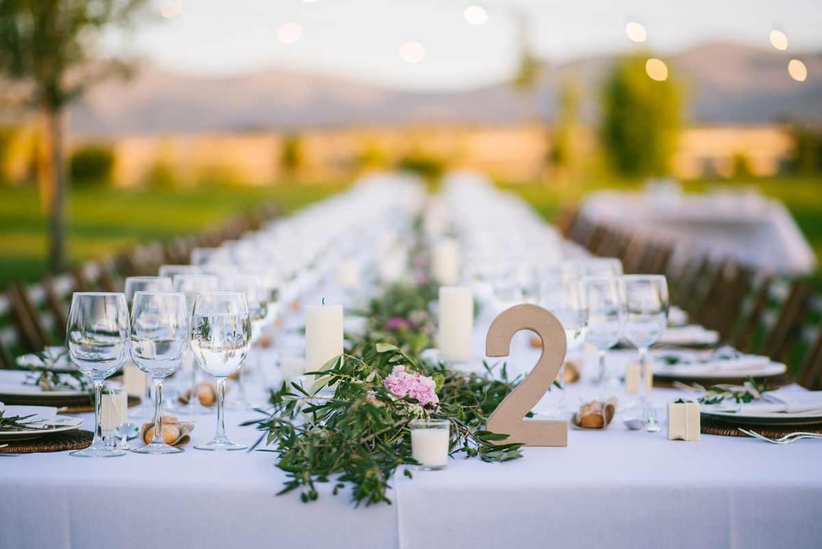 mesa alargada decoración boda olivo