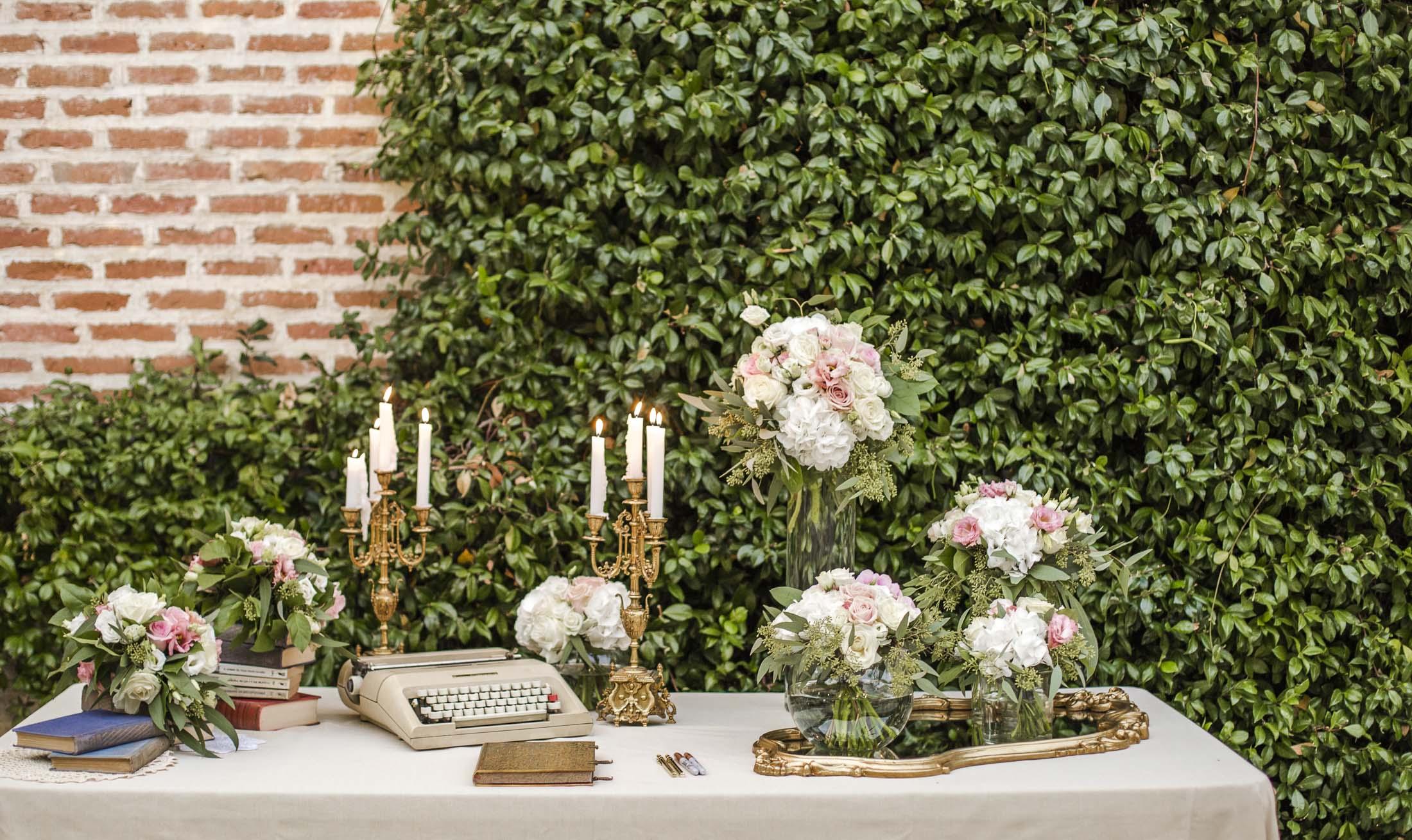 mesa firmas vintage boda_candelabros